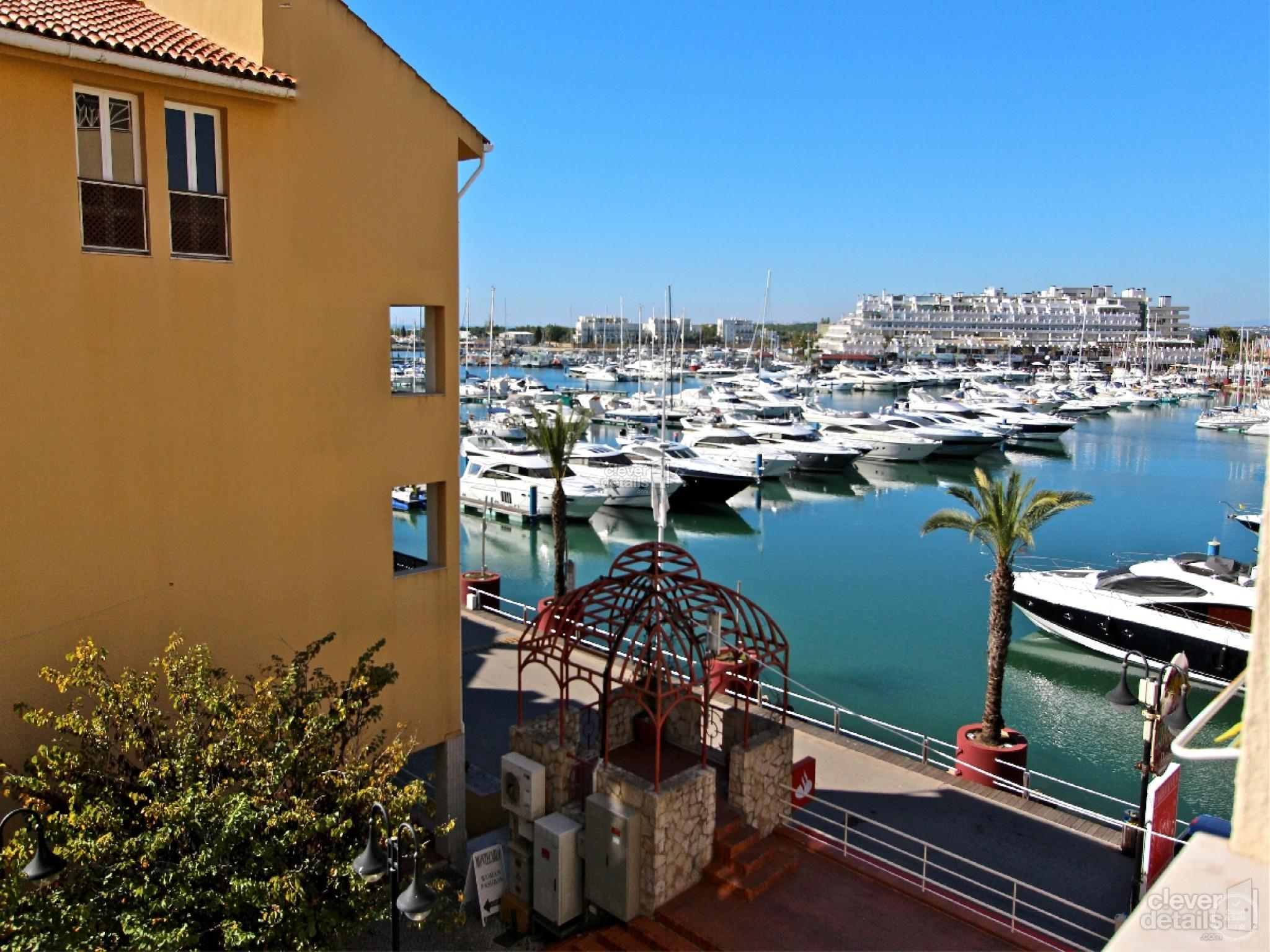 Marina Plaza Vilamoura Rentals: Charming galleried one bedroom apartment in the centre of Vilamoura with views over the marina.
