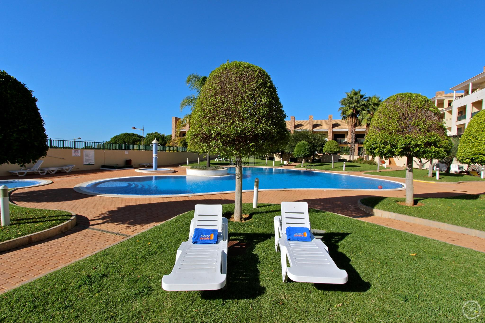 Holiday Villas Vilamoura: This 3 bedroomed stylish townhouse is in a quiet residential area but only 5 minutes drive from the marina and some of the Algarve's most glorious beaches.