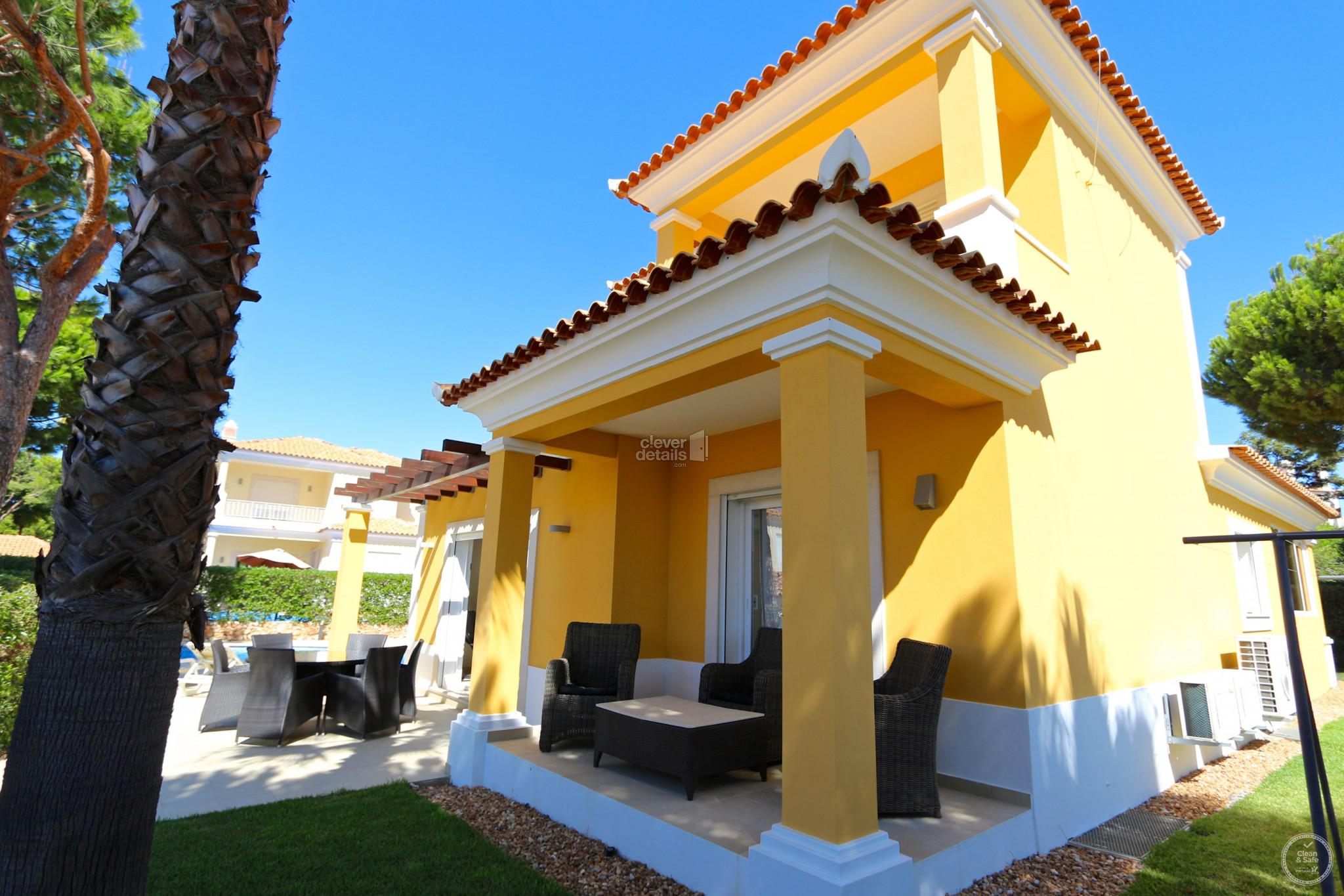 Prime location: Private 4 bedroom, 4 bathroom villa located in the in Old Village.Close to bars and restaurant and an easy 30 minutes walking dist...