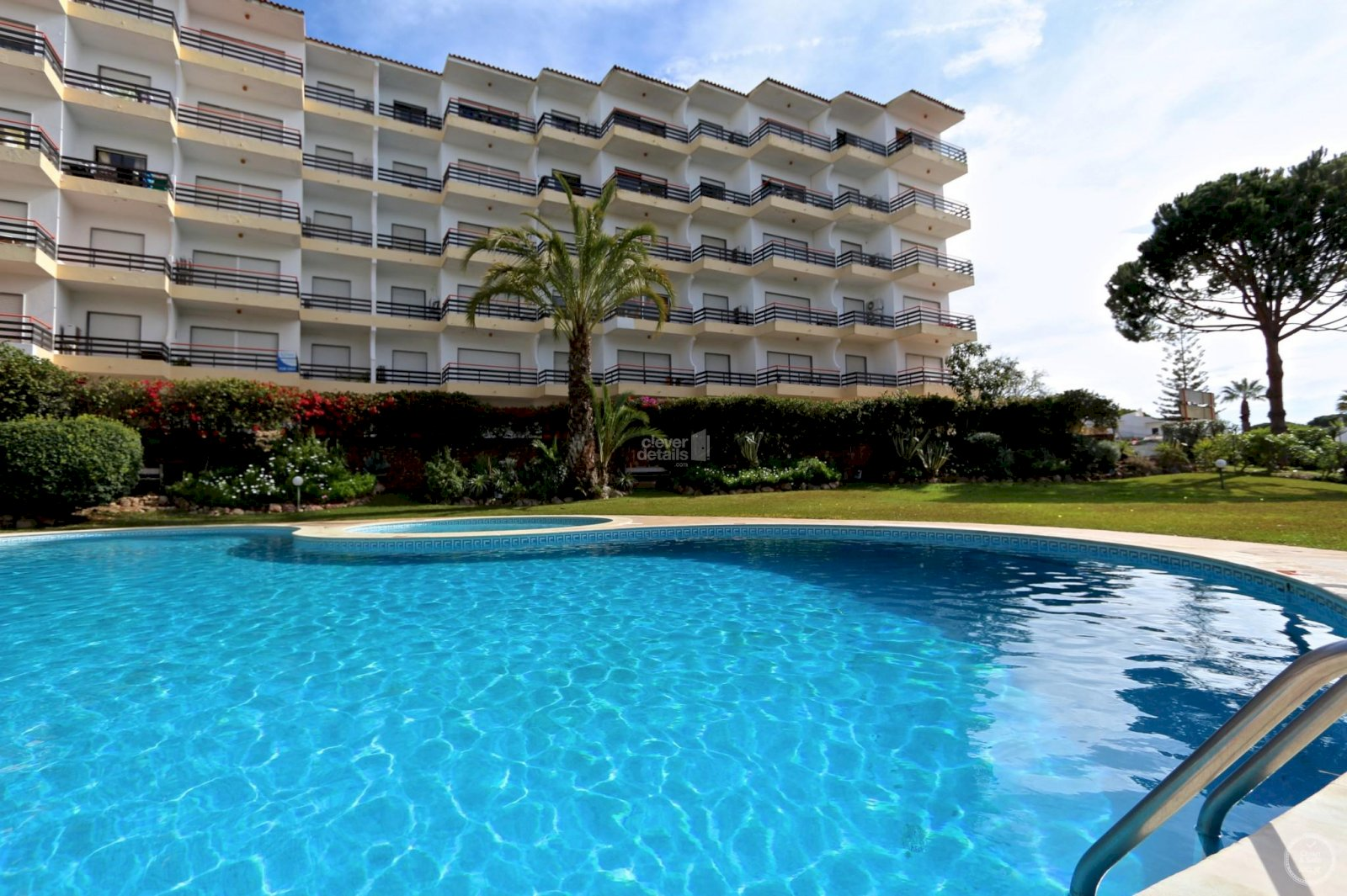 Cheap holidays in Vilamoura. Rentals accommodation with air-conditioning and swimming pool.