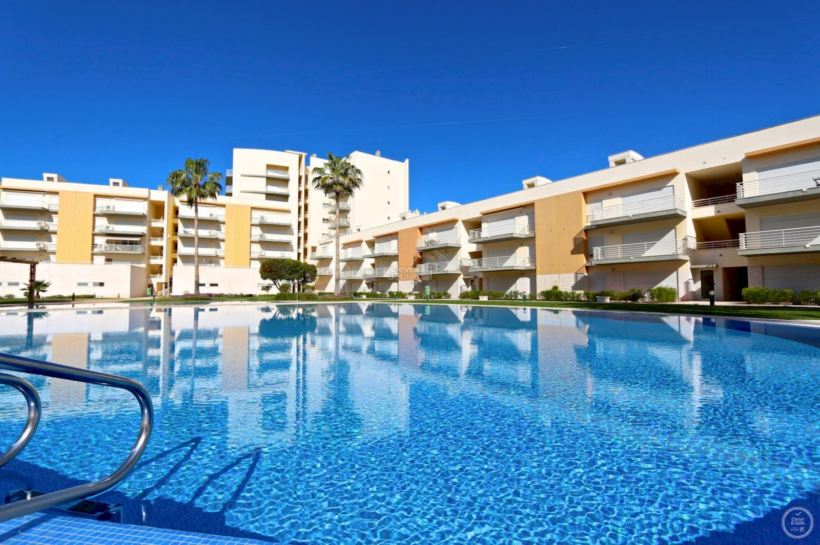Best holiday accommodation in Vilamoura. Apartment rentals in Moura Praia close to the marina and the beach.