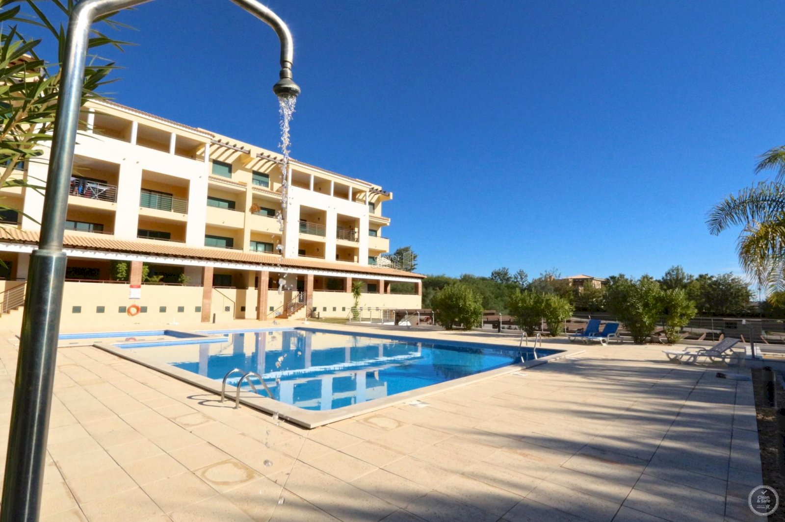 Vacation apartments Vilamoura: Stunning 2 bedroom apartment in a small complex 5 minutes drive from the centre of Vilamoura, the marina and the beaches.