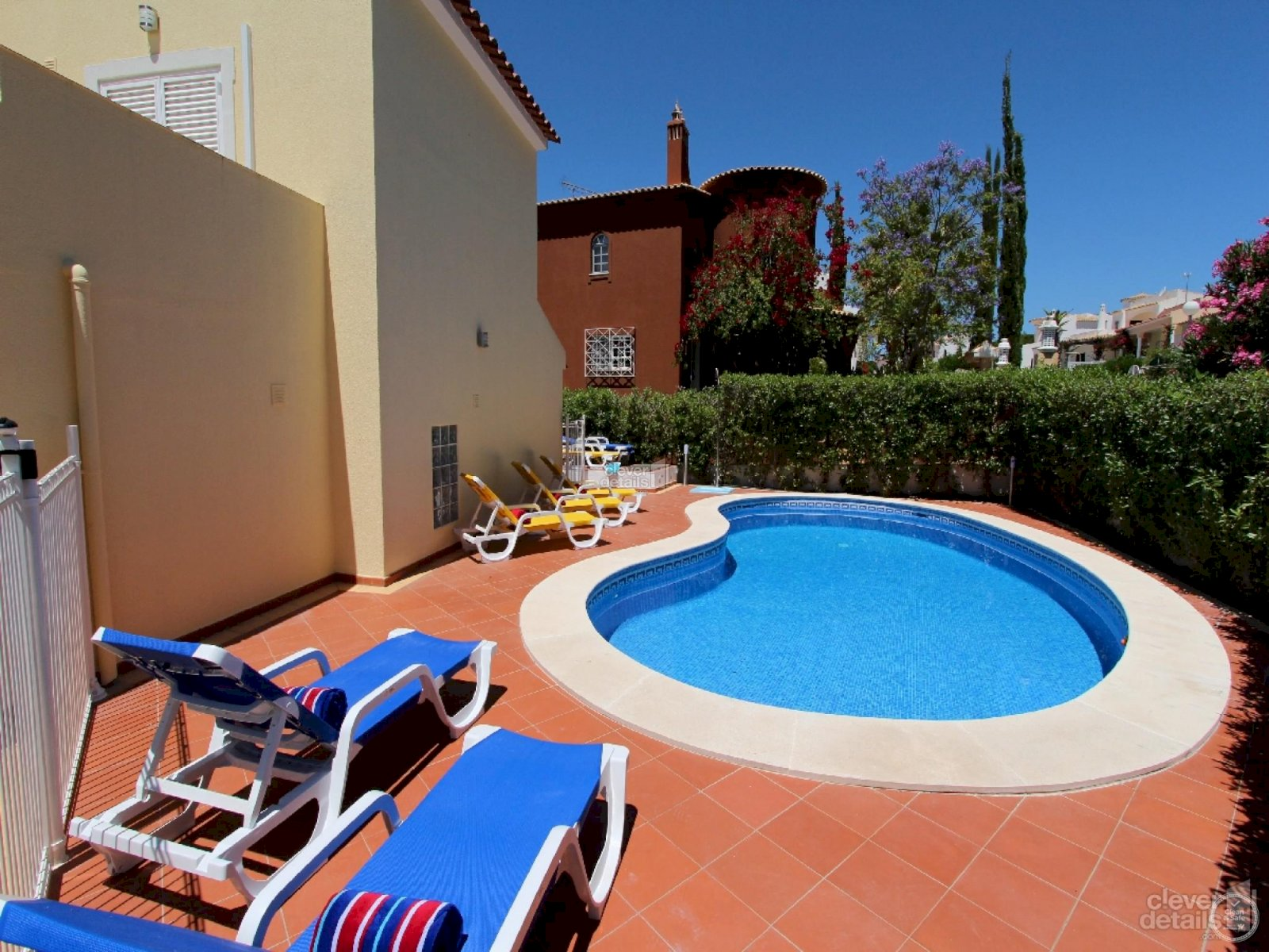 holiday accommodation with pool vilamoura