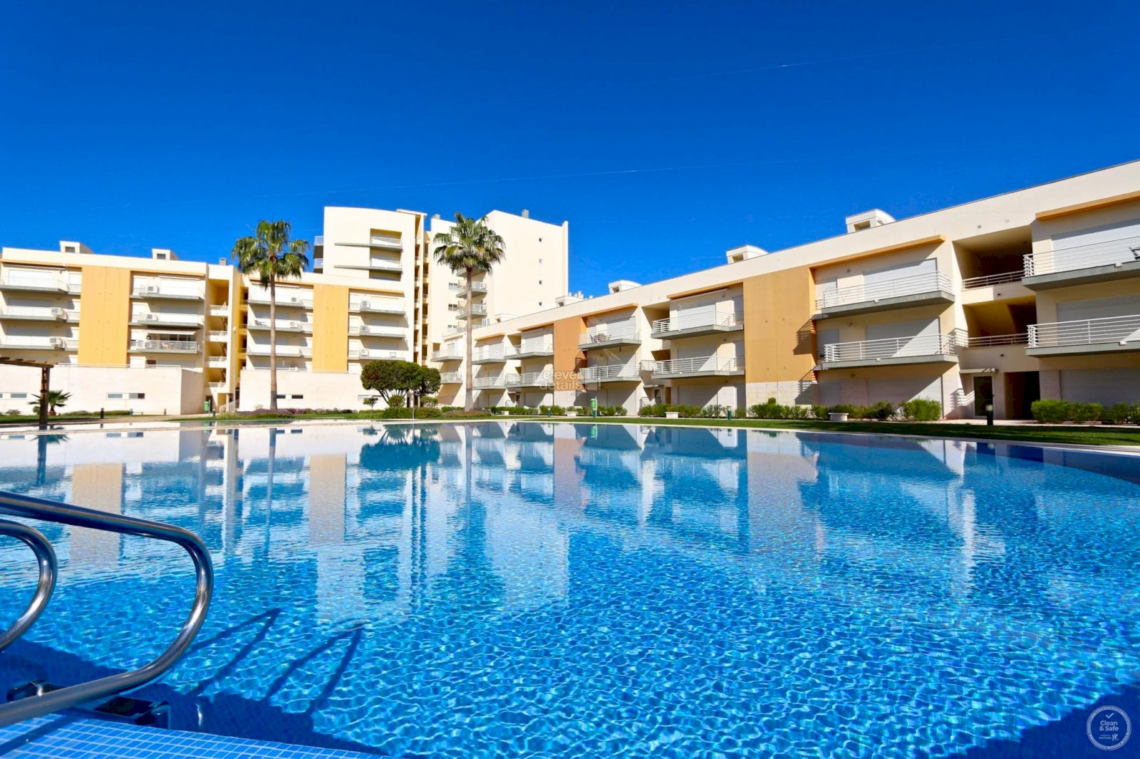 Vacation rentals in Vilamoura, walking distance to the marina and beach. Self catering apartments in Moura Praia.