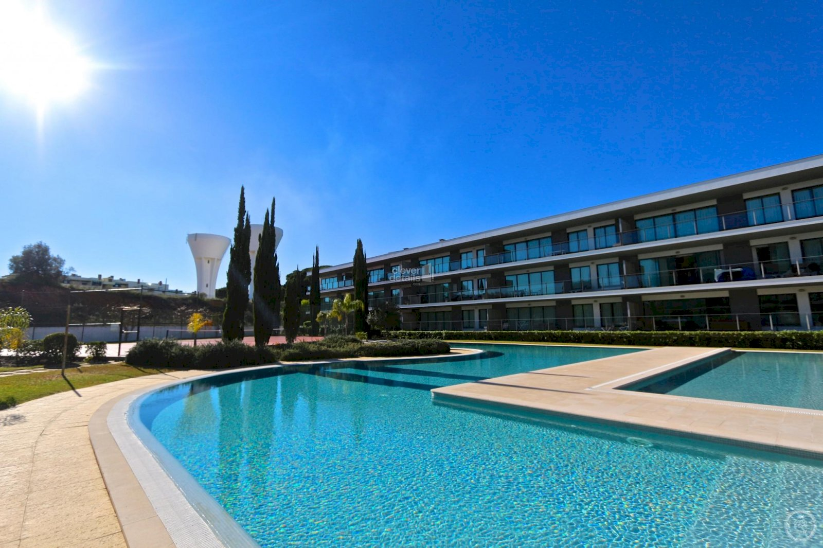 Cheap holiday apartments Vilamoura, close to the golf courses, with large garden and pool.