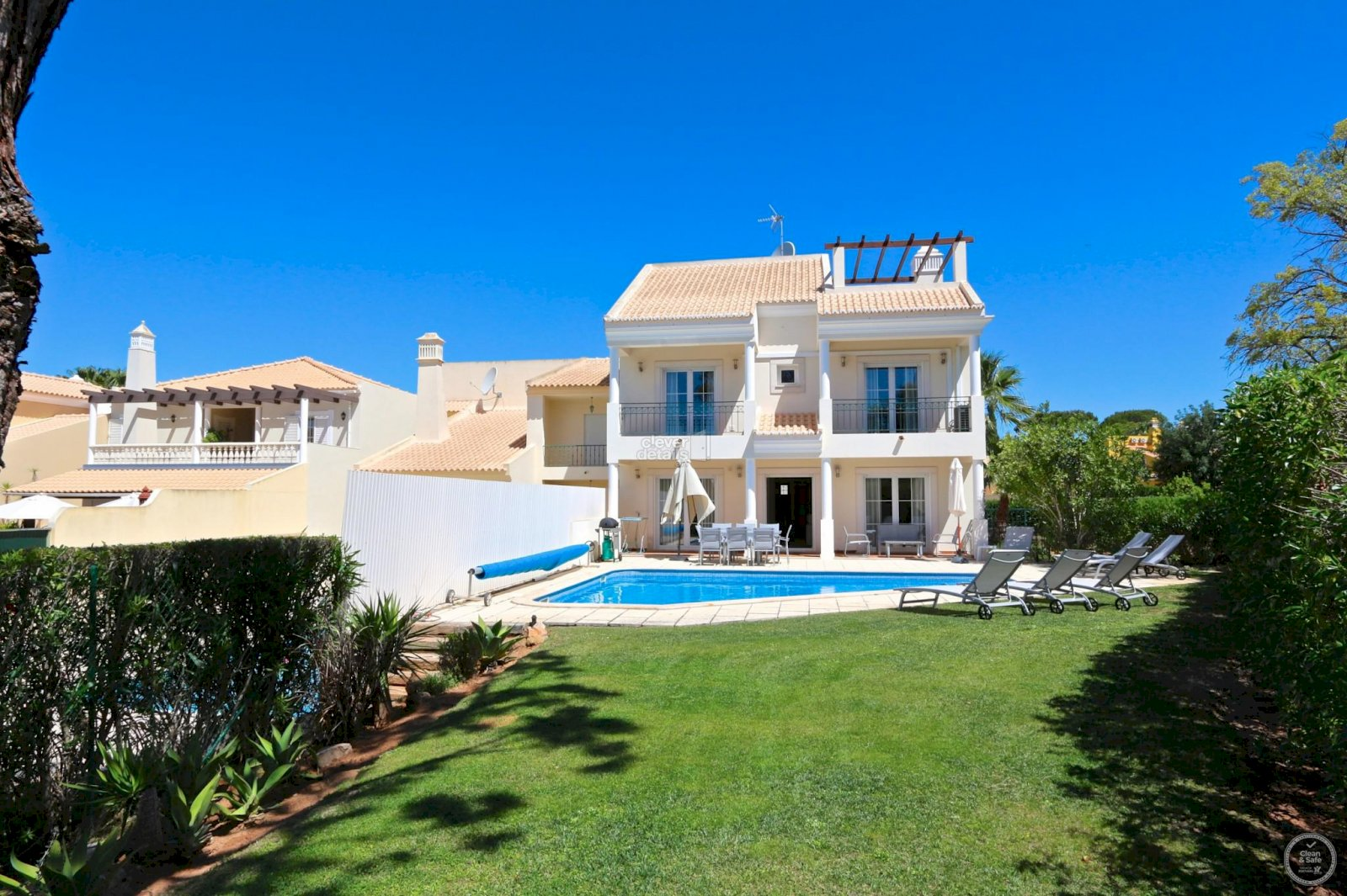 4 bedroomed holiday rentals villa, located in quiet area of Vilamoura.